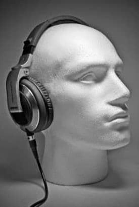 Maniquí con auriculares circumaurales
