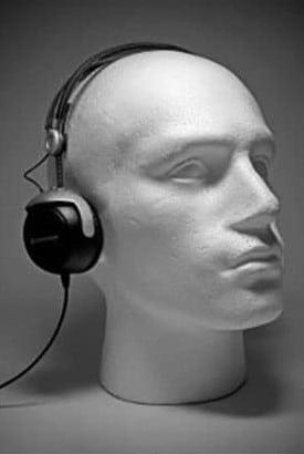 Maniquí con auriculares supraurales